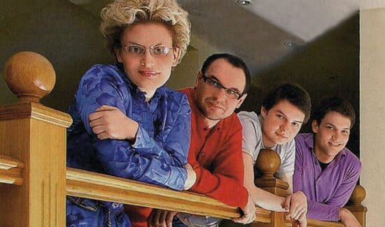 Елена Малышева с супругом Игорем и сыновьями