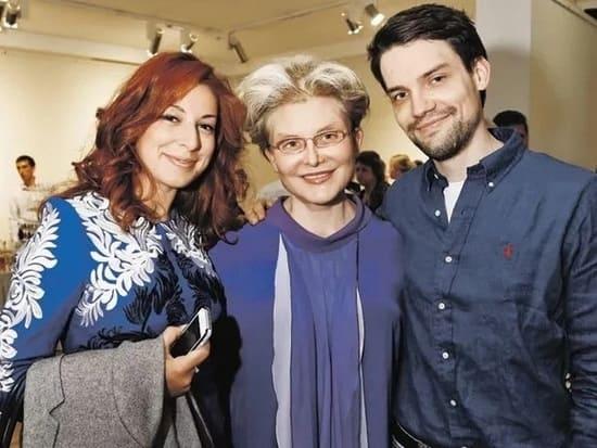 Елена Малышева с сыном Юрием и невесткой Кариной