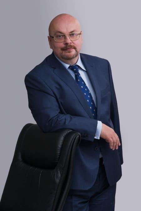 Сейчас Михаил Путин - топ-менеджер Газпрома