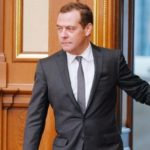 Где сейчас Дмитрий Медведев после отставки, какие привилегии сохранил и что делает для страны