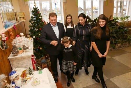 Дмитрий Лукашенко с женой и дочерьми