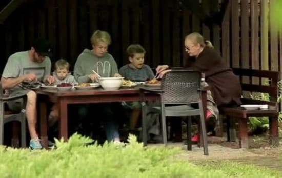 Брабара Брыльска с сыном, невесткой и внуками