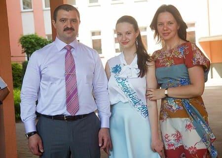 Виктор Лукашенко с женой и старшей дочерью