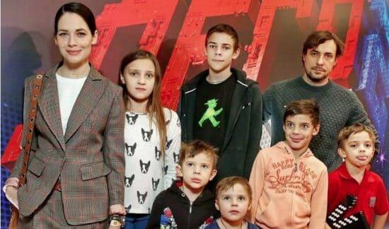Юлия Снигирь и Евгений Цыганов с детьми