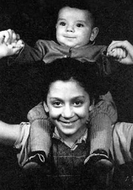 Катя и Костя Райкины в детстве