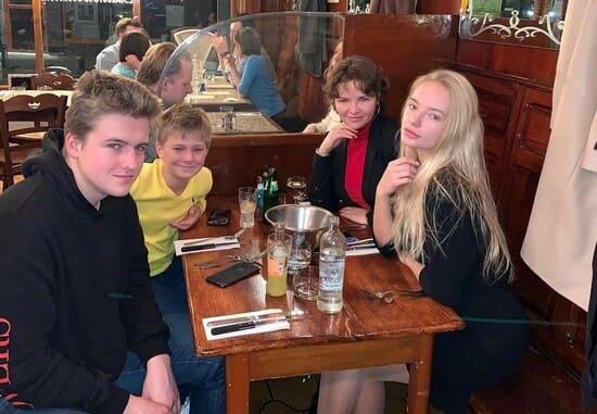 Екатерина с детьми: Лизой, Микой, Дени