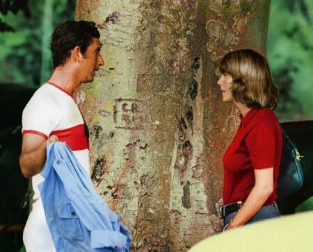 Чарльз и Камилла в молодости у дерева
