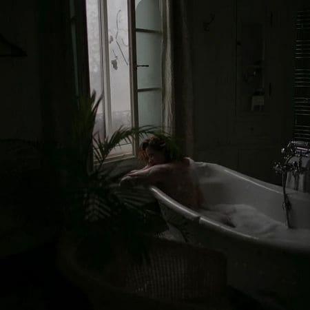 Екатерина Солоцинская обнаженная в ванне