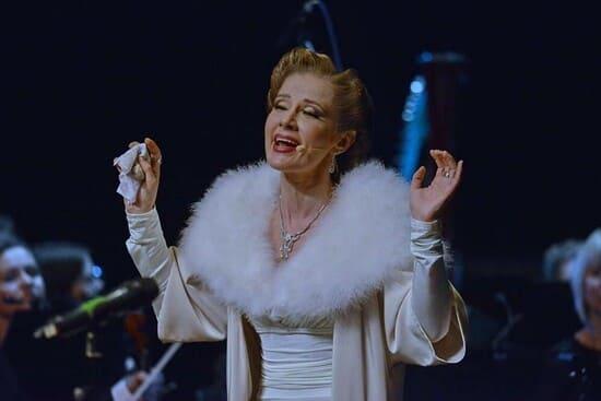 Ирина Линдт на сцене МХАТа
