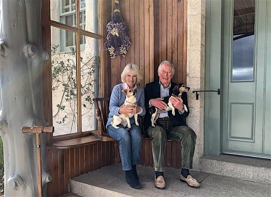 Принц Чарльз и Камилла отмечают 15 годовщину свадьбы в самоизоляции