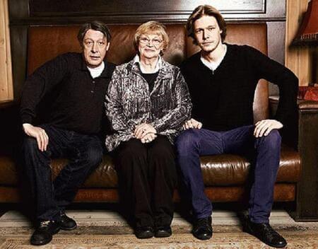 Никита Ефремов с отцом и бабушкой