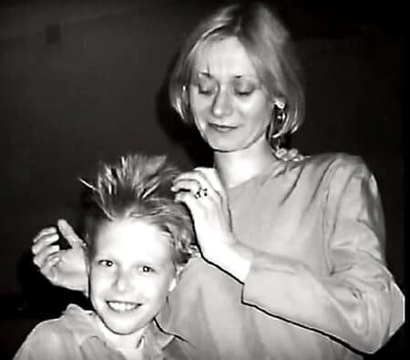 Никита Ефремов в детстве с мамой Асей Воробьевой