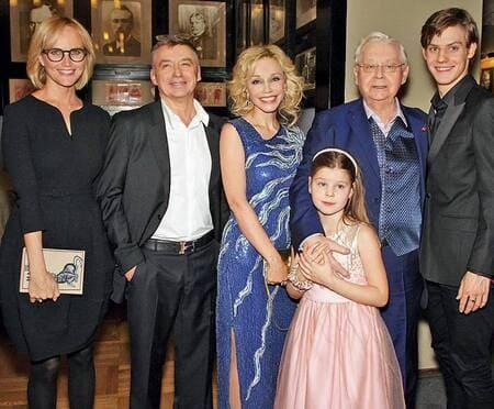 Антон Табаков нашел силы простить своего знаменитого отца