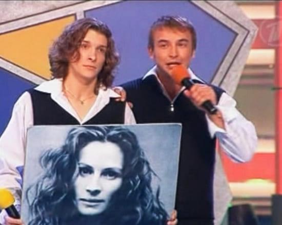 Игорь Сивов (справа) на сцене КВН