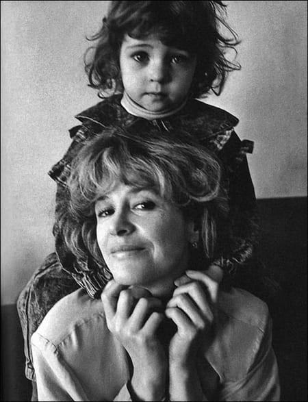 Марина Неёлова с маленькой дочерью Никой