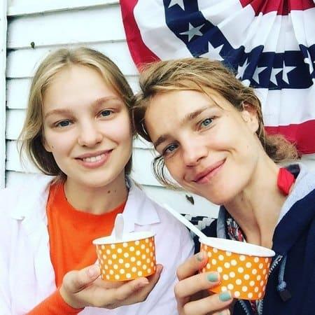 Наталья Водянова с младшей сестрой Кристиной
