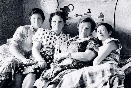 Александра Лукьяненко с дочерями