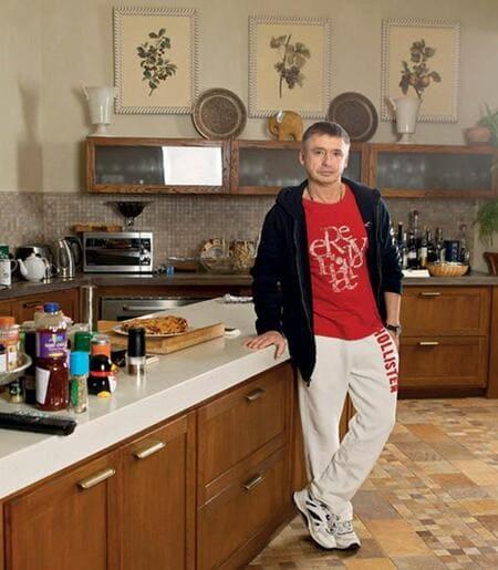 Кухня - это царство Антона Олеговича