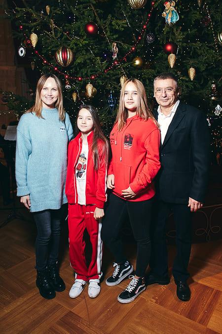 Семья Антона Табакова, декабрь 2019 г.