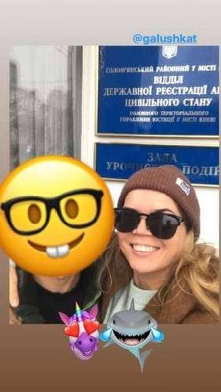 Виктория Галушка у ЗАГСа