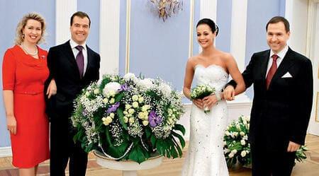 Ирина Чащина с мужем и Дмитрием Медведевым на свадьбе