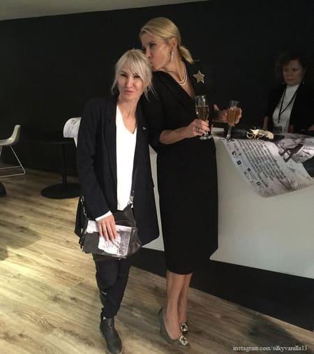 Юлия Высоцкая с младшей сестрой Инной на премьере фильма «Грех»