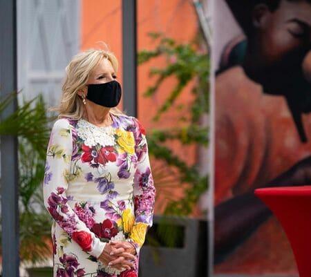 Джилл Байден в ярком платье