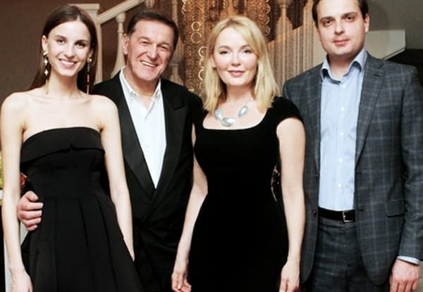 Семья Ларисы Вербицкой. Слева направо: дочь Инна, муж Александр, Лариса, сын Максим