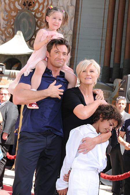 Хью Джекман и его жена Деборра-Ли Фернесс с детьми