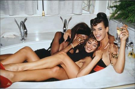 супермодели 90-х в ванной