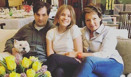 Мария Юмашева с мамой и старшим братом