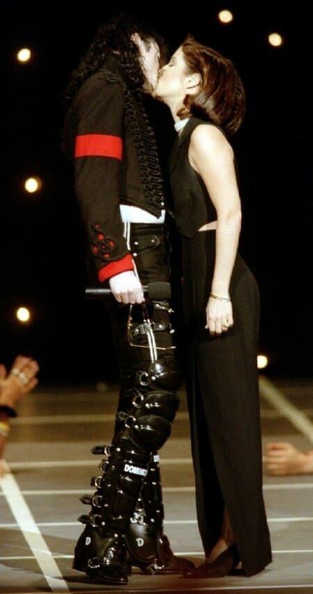 Поцелуй Майкла Джексона и Лизы Марии Пресли