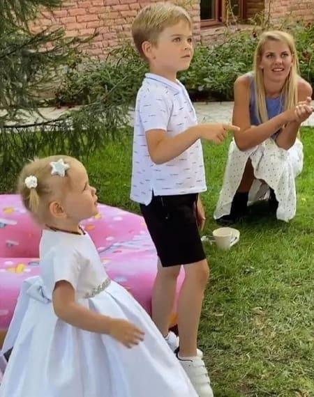 Анна Белодедова с детьми Лазарева