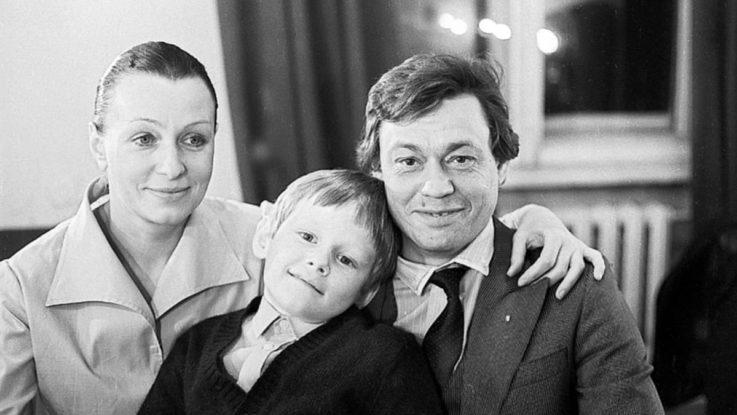 Николай Караченцов с женой и сыном