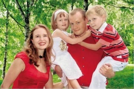 Сын Николая Караченцова с женой и детьми