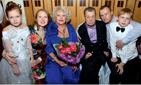 Николай Караченцов с женой, сыном, невесткой, внуками
