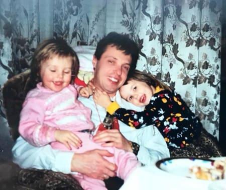 Настя Решетова с отцом и сестрой