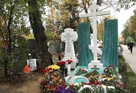 Памятник Марку Захарову